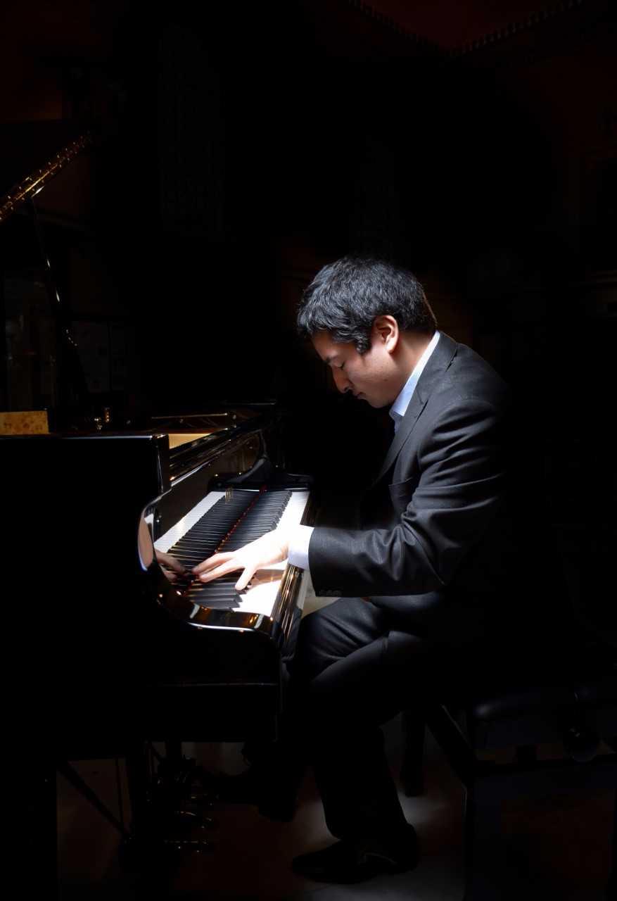 29 Simon Eckhardt, piano 2