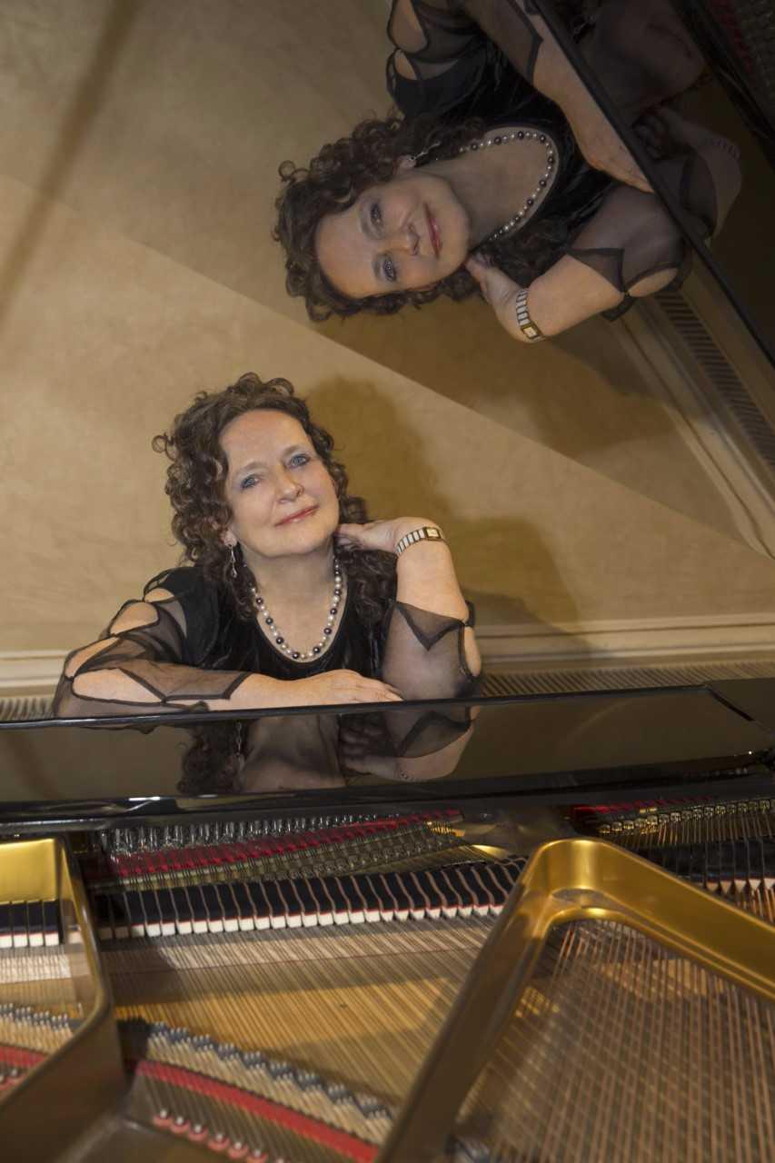 8 PIANO Christina Harnish, piano