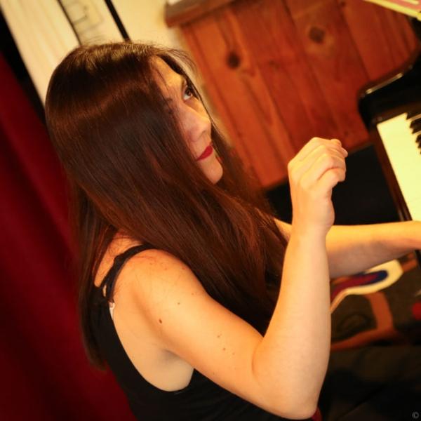 Concierto pianista María PazSantibáñez en Providencia